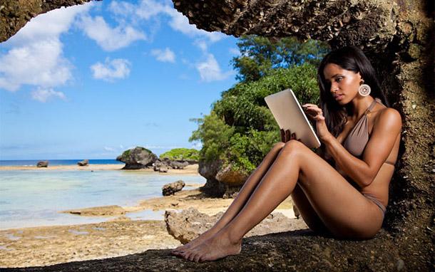планшет в отпуске