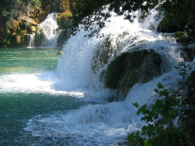 остров млет водопад