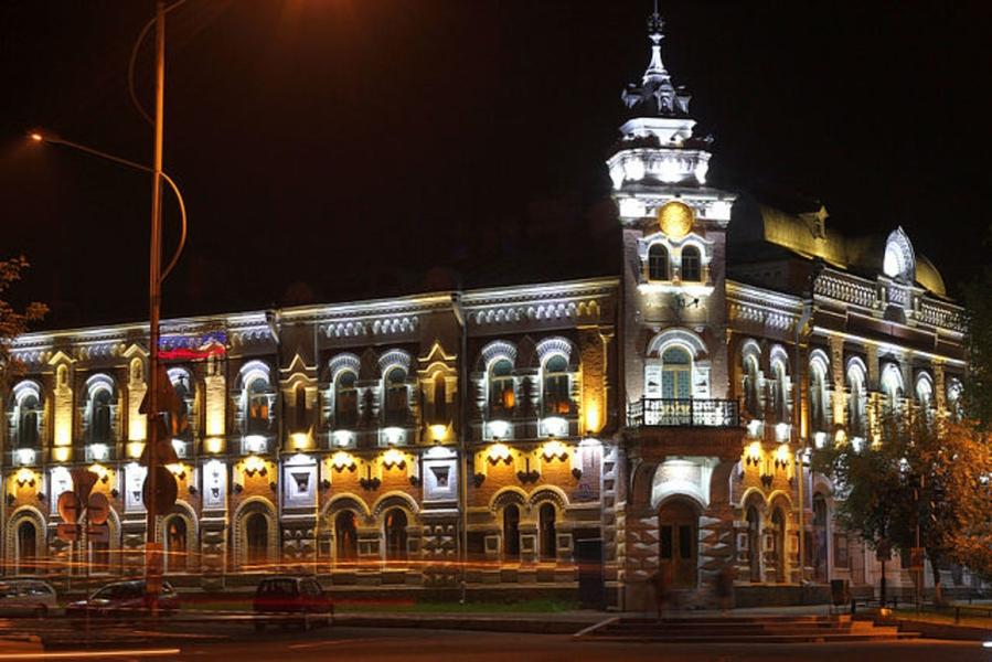 музей Благовещенска  ночью