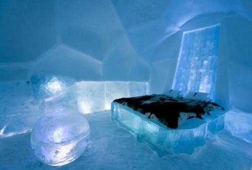 Кровать из снега и льда