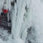 Замерзший Ниагарский водопад покорился альпинистам