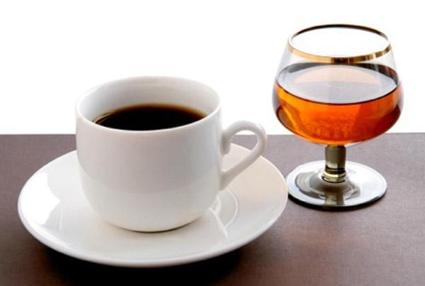 Избегайте алкоголя и кофе