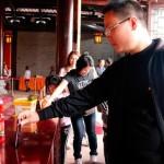Турист пытался пожертвовать iPhone 6 в буддийском храме