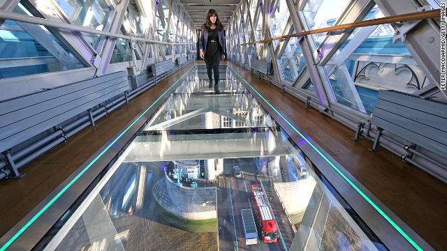 Тауэрский мост со стеклянными дорожкам