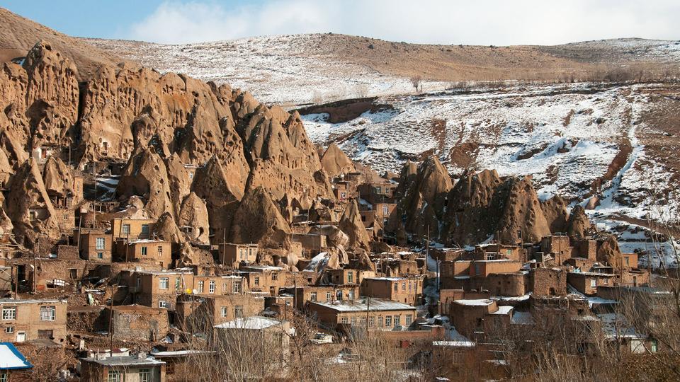 Деревня, вырезанная в скалах