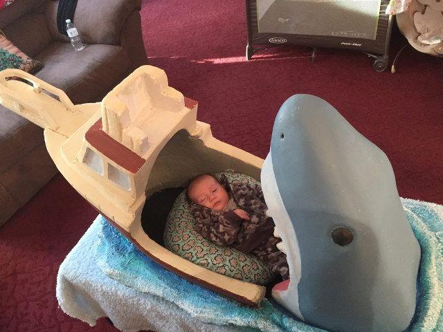 Кровать «Челюсти акулы»
